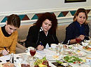Инна Алдошина Елена Маковская